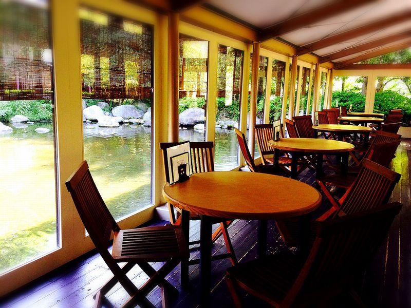 水辺のカフェテラス