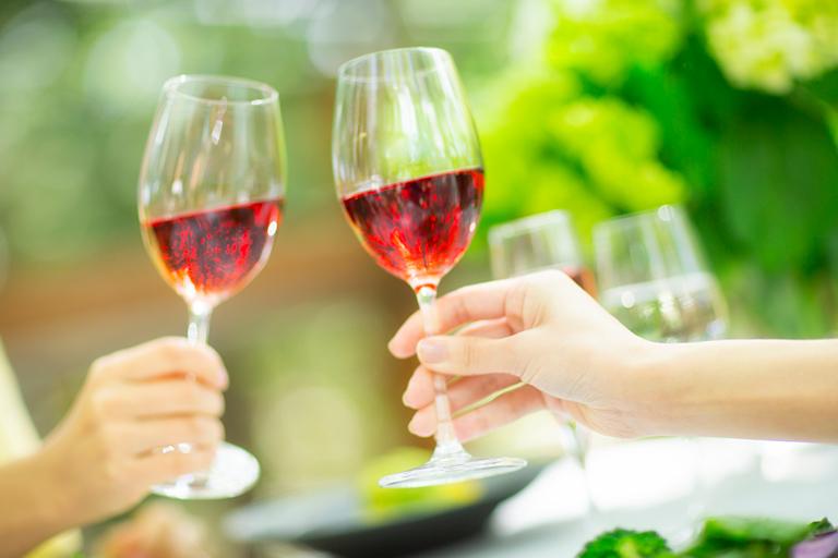 名水や気候が生み出す品質。松本のワインと日本酒をガイド