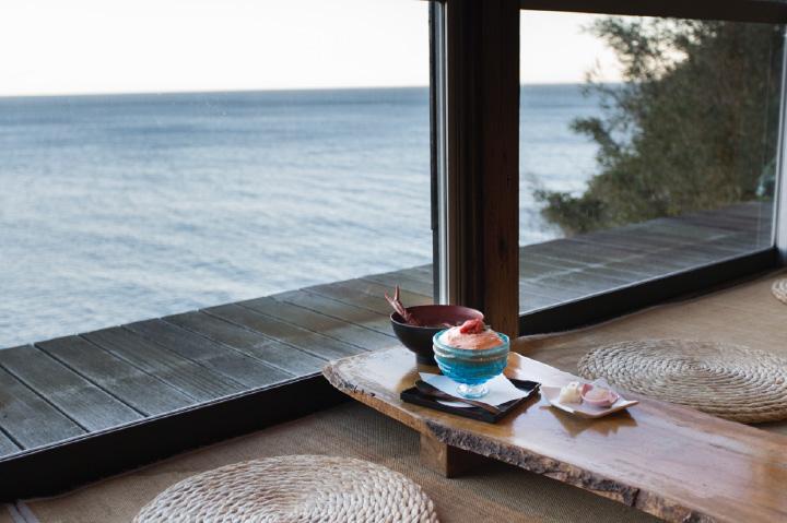 大きな窓から相模灘を眺めつつ、ランチが楽しめる
