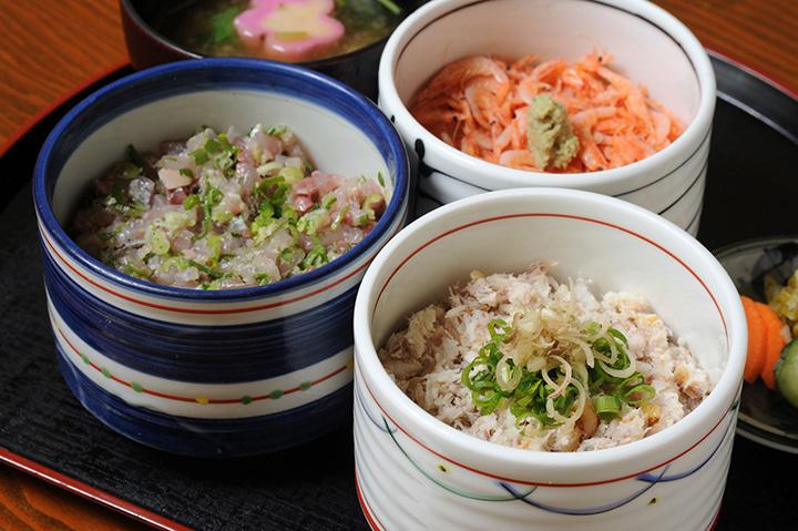 五代目丼(鯵のたたき丼、鯵の干物丼、桜エビ丼)1,620円