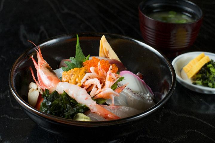 味もボリュームも大満足の「海鮮丼」2,160円