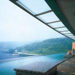 青い空と海につながる圧倒的な開放感を楽しめる3F眺望露天風呂