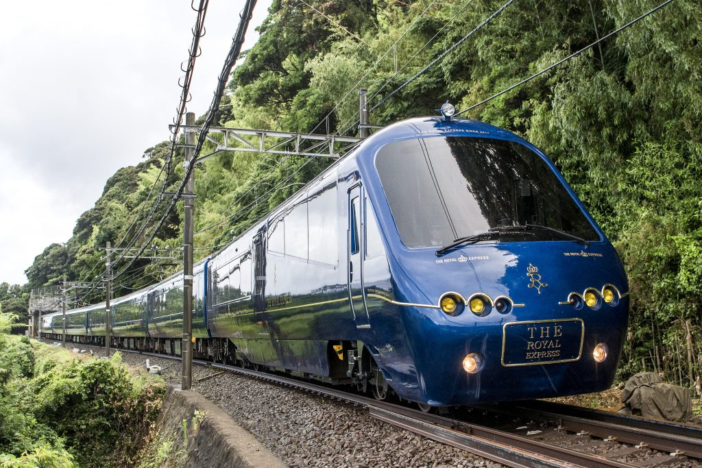 都心から伊豆へ、さまざまな観光列車が運行。人気の4列車を紹介
