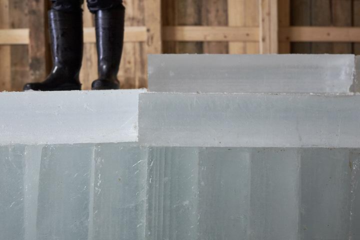 木造平屋建ての氷室は戦前からある年代物