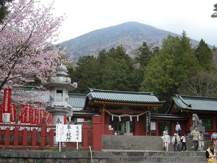男体山の山麓に鎮座する、日光二荒山神社中宮祠