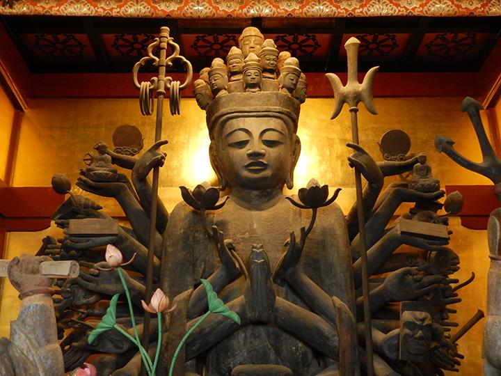 大自然に溶け込んだありがたいお姿を拝める、中禅寺 立木観音