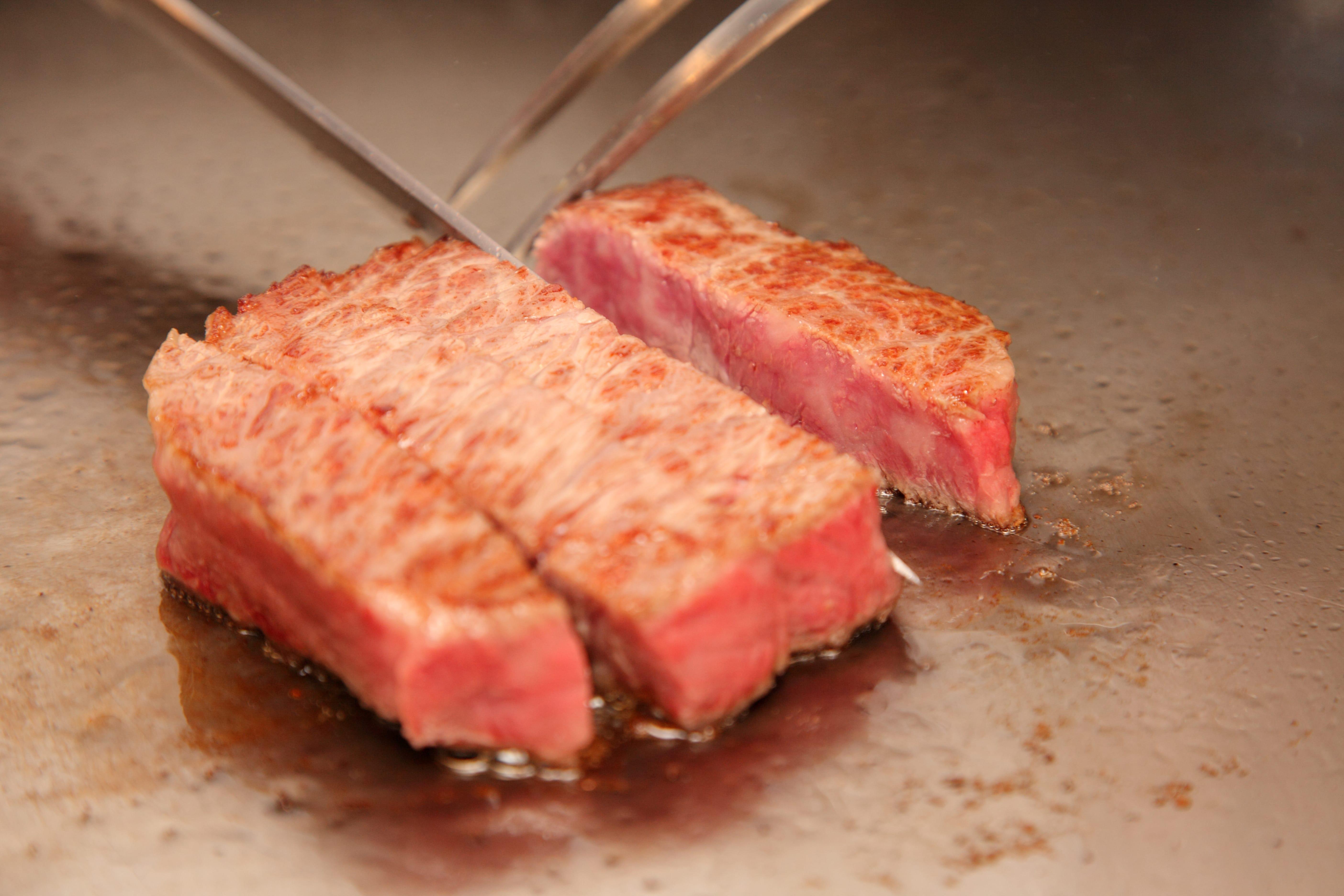 ステーキ池田の鉄板焼き料理