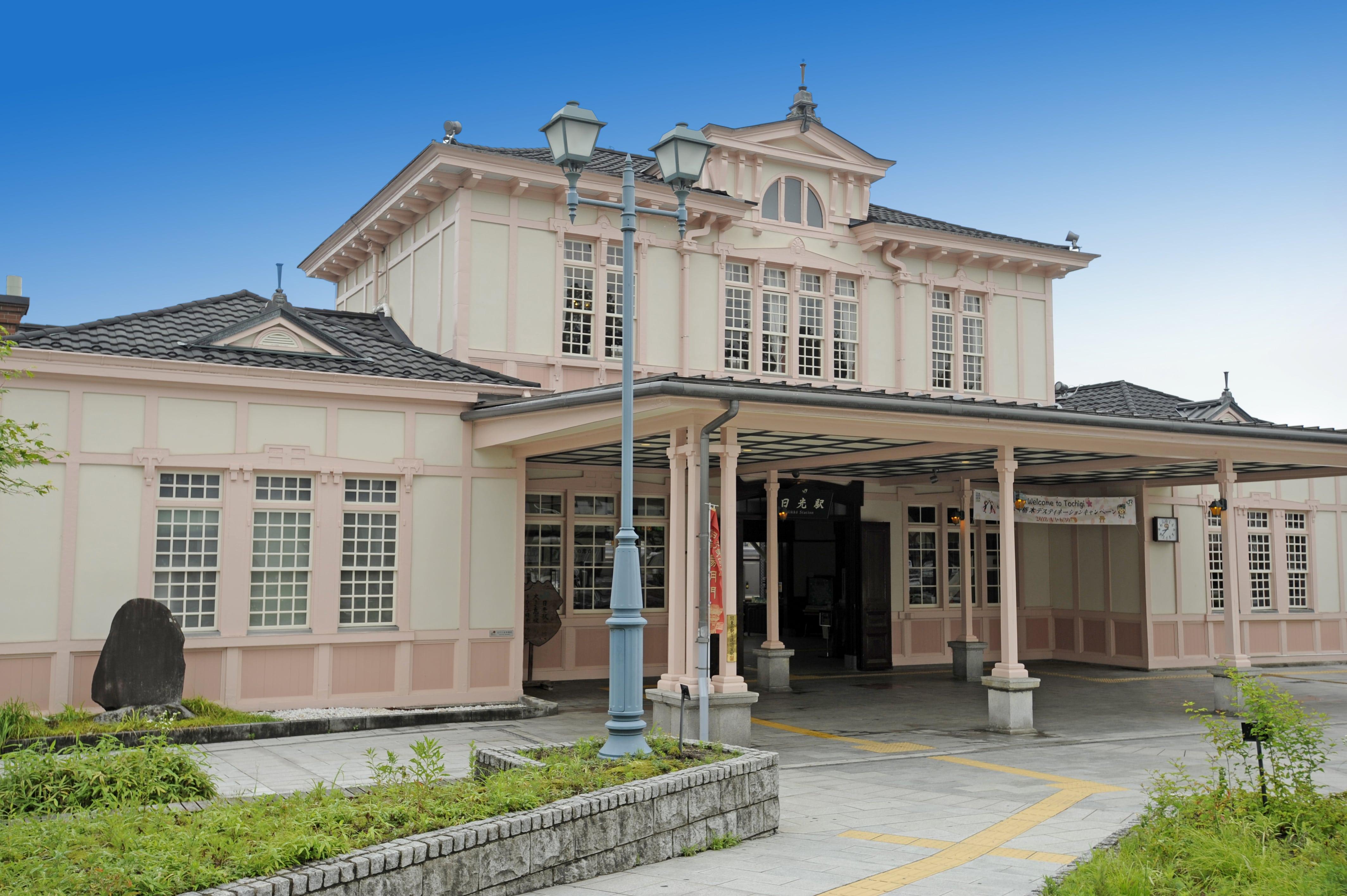 木造二階建て洋館駅舎
