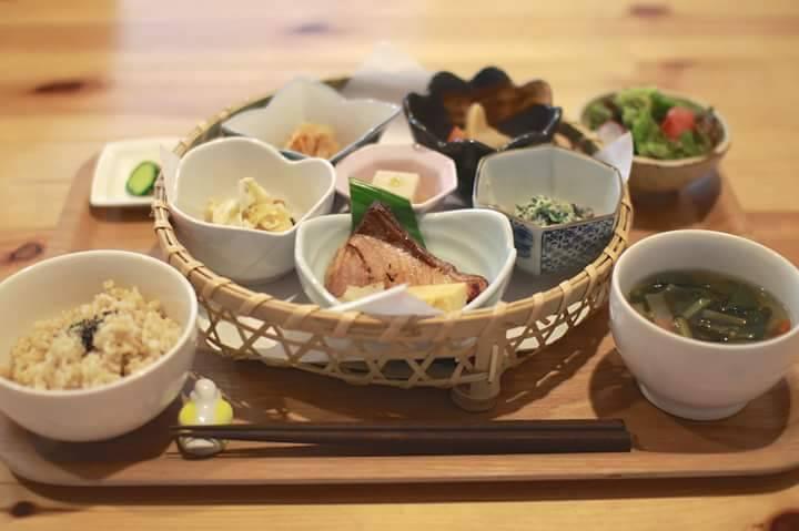 オーガニック和食&Cafe Chantの花ランチ