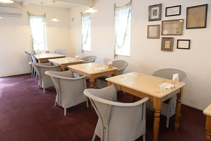 注文住宅メーカーが運営するカフェ。敷地内に体験宿泊型モデルハウスもある