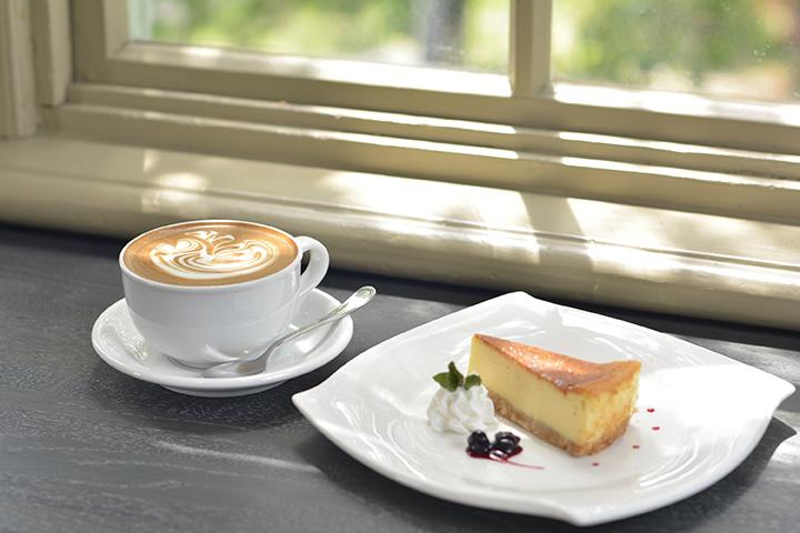 カフェラテ464円 ベイクドチーズケーキ