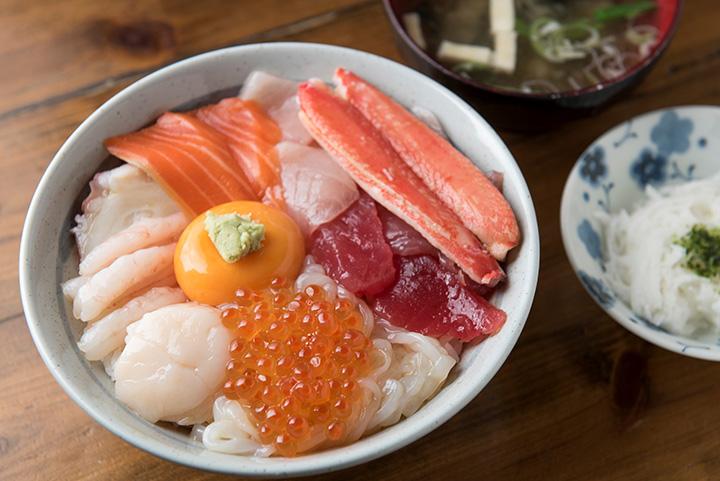 「漁師の漬丼」1,800円。時季により、多少素材が変更になる場合もあります