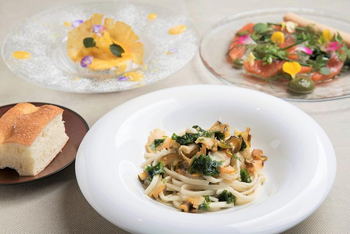 ランチコース「MENU B」1,300円の一例。前菜、パスタ、デザート、自家製フォカッチャにドリンク付き