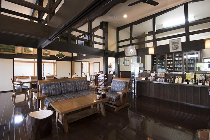 十和田の自然や野菜に惚れこんだオーナーが東京から移住し、約10年前にオープン