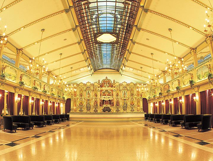 かつてダンスホール等に設置されていたことから「ダンスオルガン」と呼ばれている。