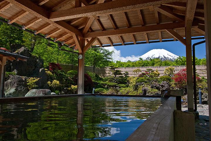檜造りの露天風呂「檜の湯」