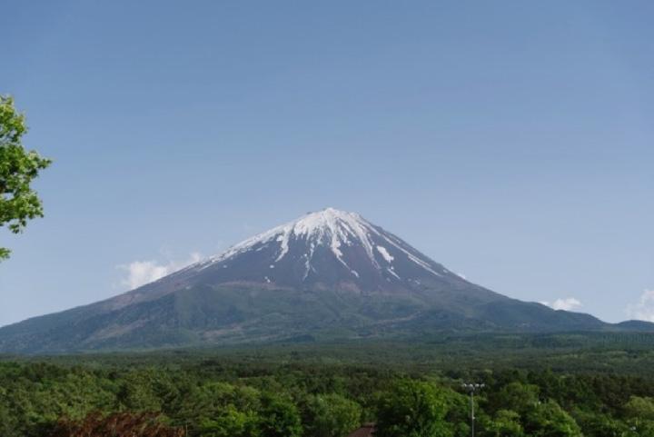 自然探索路にある展望台からは、晴天の日には、写真のような富士山の絶景が見られます。