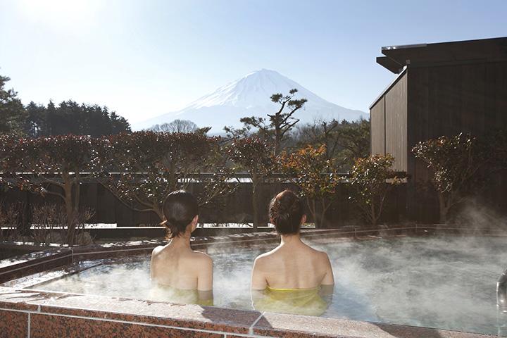 ダイナミックに富士を望む「パノラマ風呂」