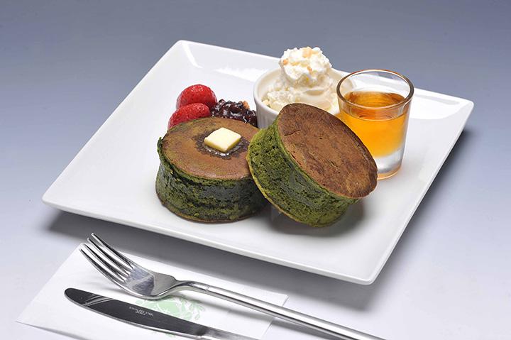 トッピングソースの種類も豊富な「ぐり茶ホットケーキ」780円