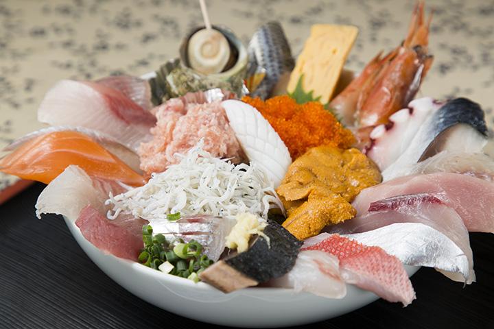 仕入れにより内容が異なる豪華な「五味屋おまかせ丼」 2,100円