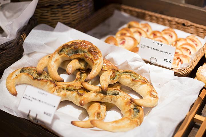 オリジナルの惣菜パンなど手作りパンが多数。
