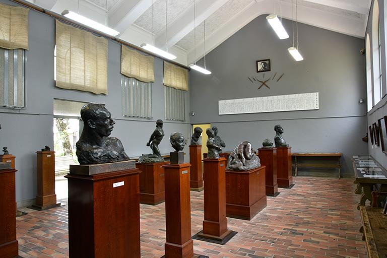 碌山美術館 内観
