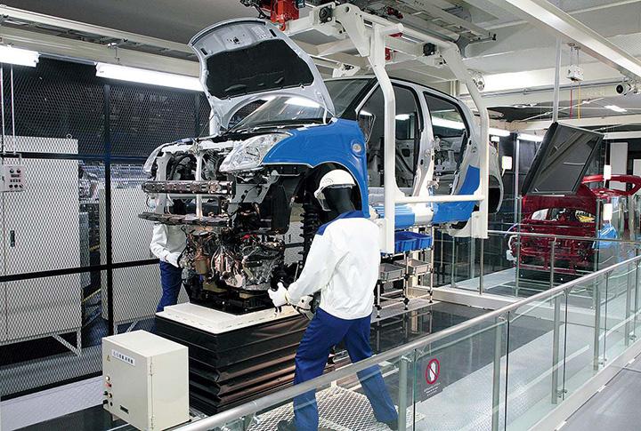 組み立ての生産ラインを再現したモデル展示
