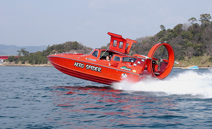 平均時速70kmの高速スピードボート「エアロスパイダー」