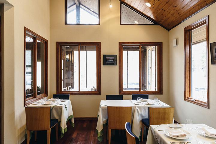 森の中の一軒家レストラン