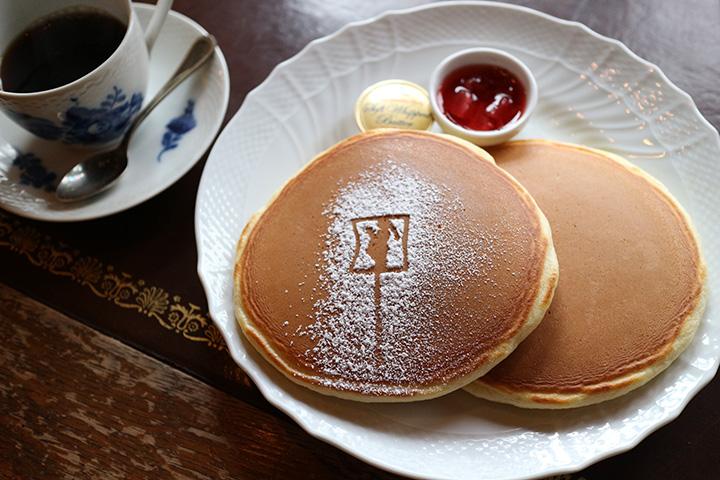 ホットケーキ900円。飲み物付き。写真はポットサービスの自家焙煎ブレンドコーヒー