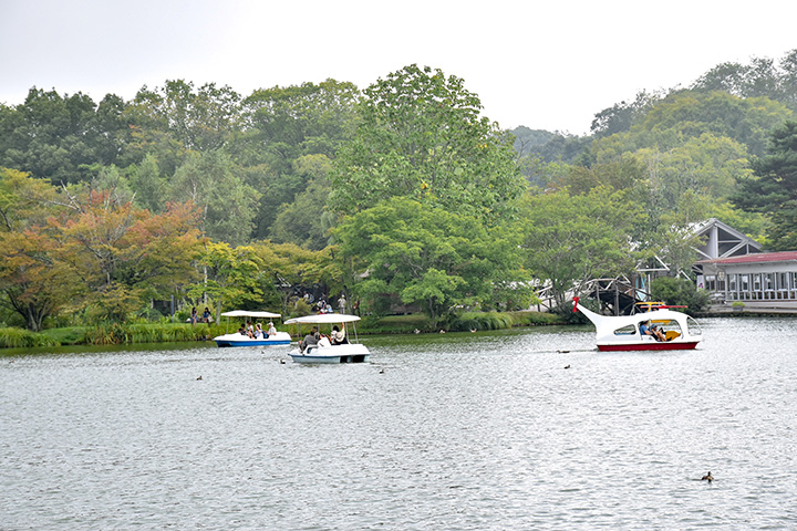 1回30分。ペダルボートは2人乗り1200円、3人乗り1500円、4人乗り2000円