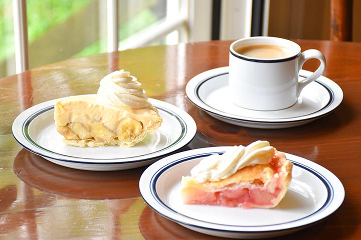 フレッシュピーチパイ 530円、バナナクリームパイ 460円、コーヒー 450円