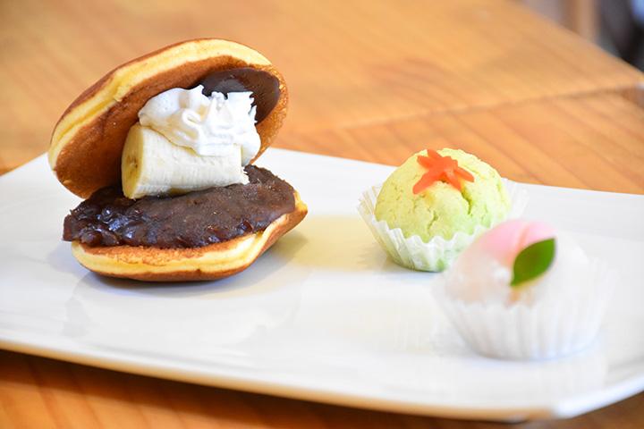 チョコバナナどら焼き 230円、和菓子 桃・赤とんぼ 各160円
