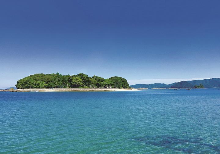大分県臼杵湾内に浮かぶ、緑豊かな黒島