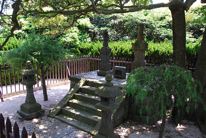 横須賀市塚山公園にある、三浦安針墓