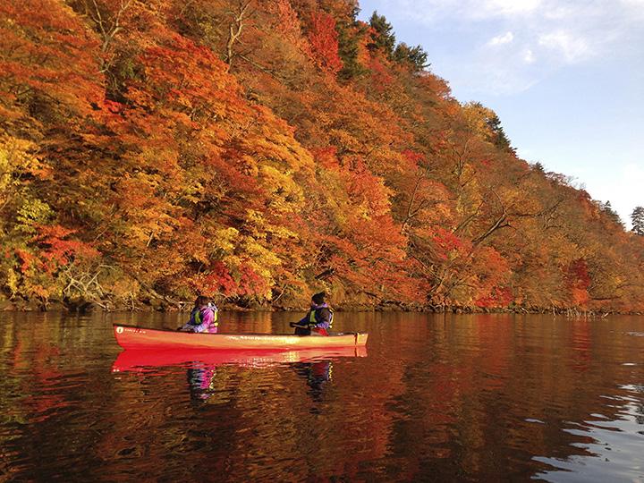 紅葉の十和田湖カヌー