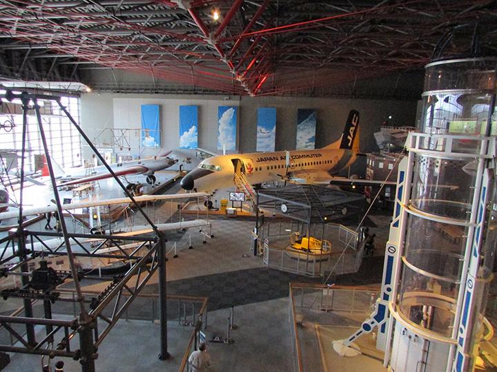 日本最大級の航空ミュージアム。建物前の「大空ひろば」でも11機の日米軍用機を見られます