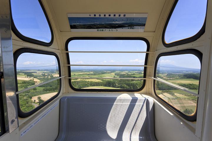 観覧車の中で名物ジェラートと景色を楽しむ