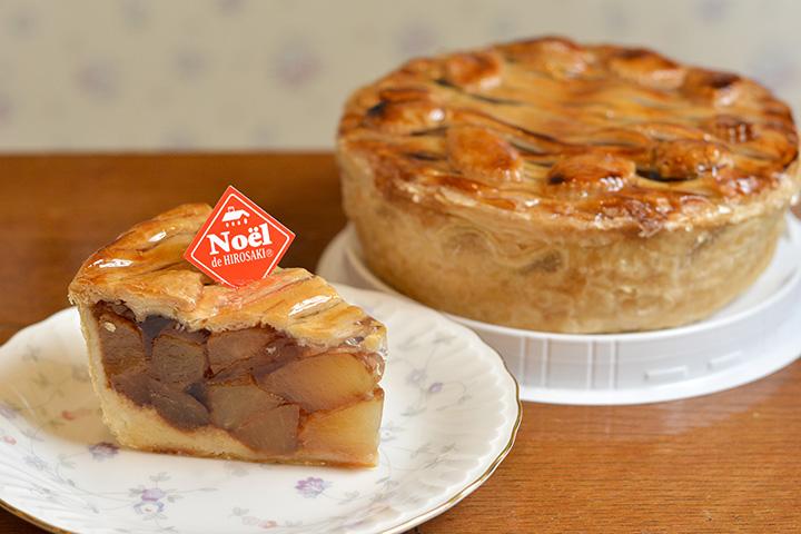 りんごたっぷりパイは、カット350円、15㎝ホール2,950円、18㎝ホール3,400円