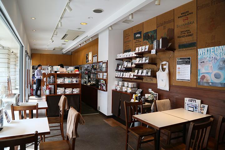 コーヒーの香りが漂う店内。イートインの他、テイクアウトも可能
