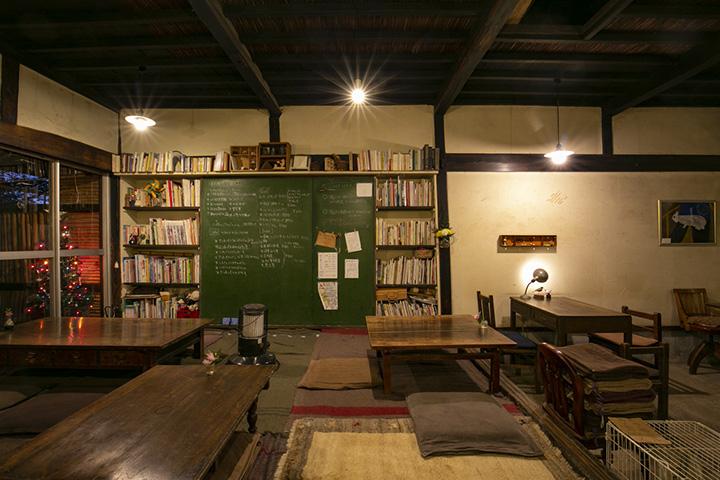 古民家の良さをそのまま生かした店内は、癒される空間