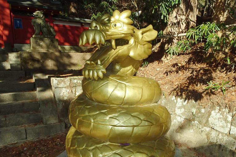勝利・金運の守護神とされるきんぴん大蛇