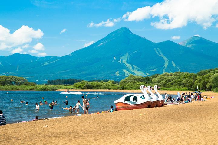 猪苗代湖の志田浜