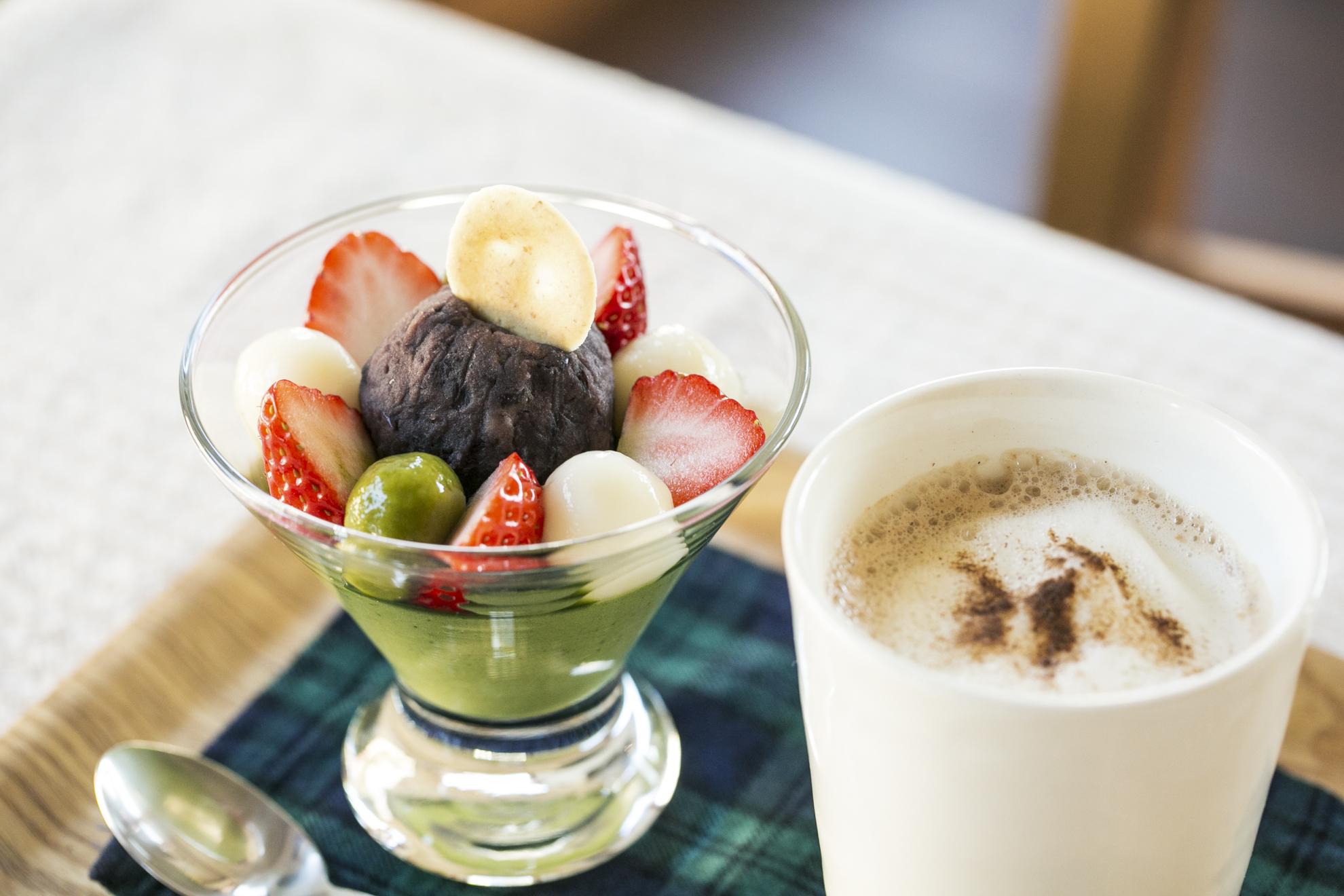 抹茶豆乳プリン530円 しょうがスパイスチャイ480円。デザートセットだと好きな飲物が一律+350円に。
