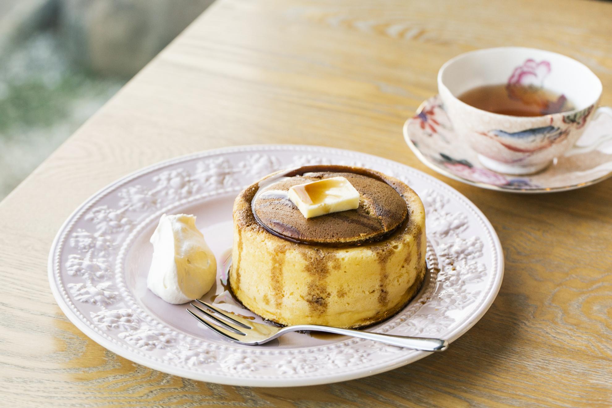アップルシナモンティーで作ったシロップをかけたホットケーキ1,000円(紅茶はおかわり自由)