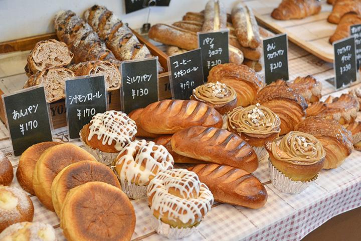 定番のミルクパンの他、菓子パン、ハード系も充実