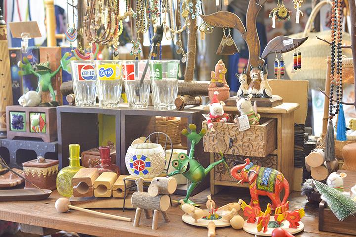 置物やおもちゃ、アクセサリーなどがずらり