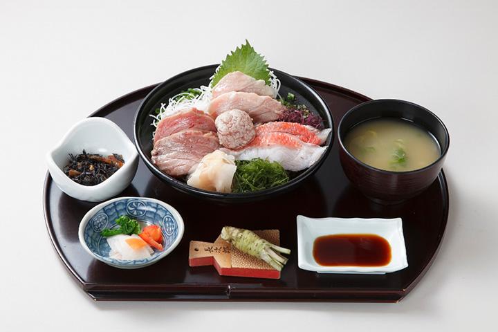 特選とろ炙り三昧丼定食2,808円