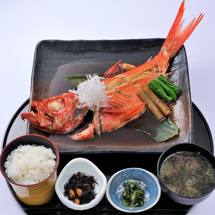 地金目鯛煮付定食3,219円