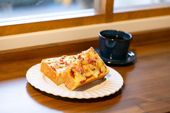 ピザトースト550円とオリジナルブレンドコーヒー400円